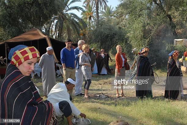 "Oliver Bootz, Peter Sattmann, Muriel Baumeister, Eva-Maria Grein , ZDF-Reihe ""Kreuzfahrt ins Glück"", Folge Nr. 9 ""Marokko"", Palmeraie , Marrakesch,..."