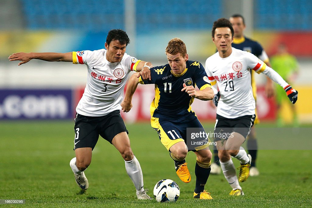 Oliver Bozanic (Center) of the Mariners challenges Zhang Chenglin (L) and Yang Hao (R) of Guizhou Renhe during the AFC Champions League match between Guizhou Renhe and Central Coast Mariners at Olympic Sports Center on April 9, 2013 in Guiyang, China.