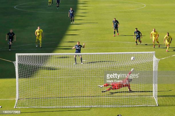 Oliver Bozanic of the Mariners scores from the penalty spot during the matchweek 8 A-League match between the Wellington Phoenix and the Central...