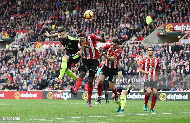 Oliver Giroud of Arsenal scores his second goal during the Premier League match between Sunderland and Arsenal at Stadium of Light on October 29 2016...