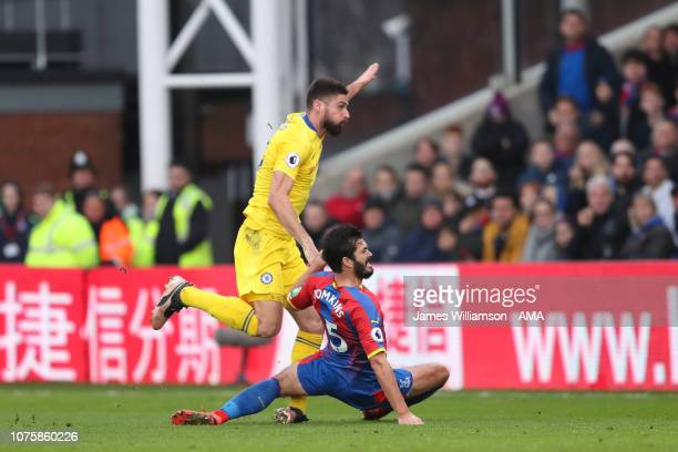 Oliver Giroud of Chelsea rolls his ankle after a shot during the Premier League match between Crystal Palace and Chelsea FC at Selhurst Park on...