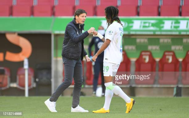 Oliver Glasner, Manager of VfL Wolfsburg shakes hands with Kevin Mbabu after the Bundesliga match between FC Augsburg and VfL Wolfsburg at WWK-Arena...