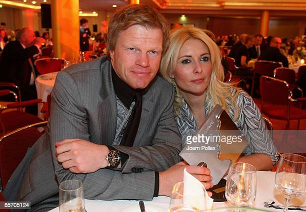 Oliver Kahn and his wife Simone are seen with the Herbert Award during the Herbert Award 2009 Gala at the Elysee Hotel on March 30 2009 in Hamburg...