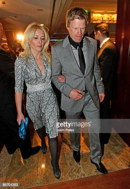 Oliver Kahn arrives with his wife Simone for the Herbert Award 2009 Gala at the Elysee Hotel on March 30 2009 in Hamburg Germany