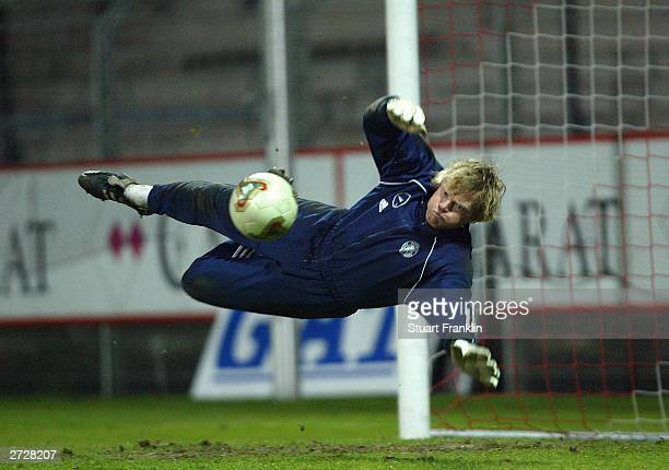 Oliver Kahn in action during the Germany team training at The GeorgMelches Stadium November 14 2003 in Essen Germany Germany play France on November...