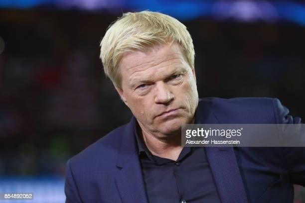Oliver Kahn looks on prior to the UEFA Champions League group B match between Paris SaintGermain and Bayern Muenchen at Parc des Princes on September...