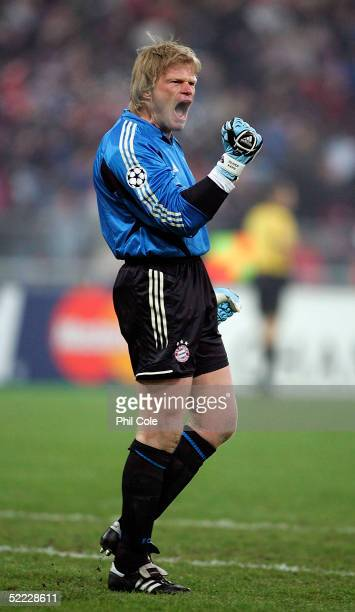 Oliver Kahn of Bayern Munich celabarates their goal during the Champions League second round, first leg match between Bayern Munich and Arsenal at...
