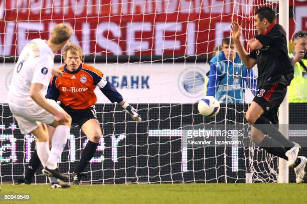 Oliver Kahn of Bayern Munich looks on whilst Pavel Pogrebnyak of St Petersburg scores the 4rd goal during the UEFA Cup semi final 2nd leg match...