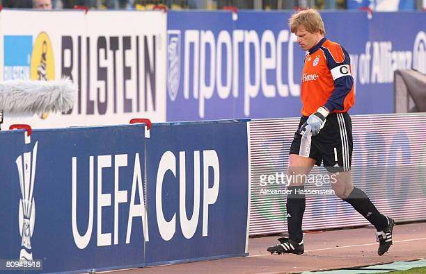 Oliver Kahn of Bayern Munich walks off the pitch during the half time break at the UEFA Cup semi final 2nd leg match between Zenit St. Petersburg and...