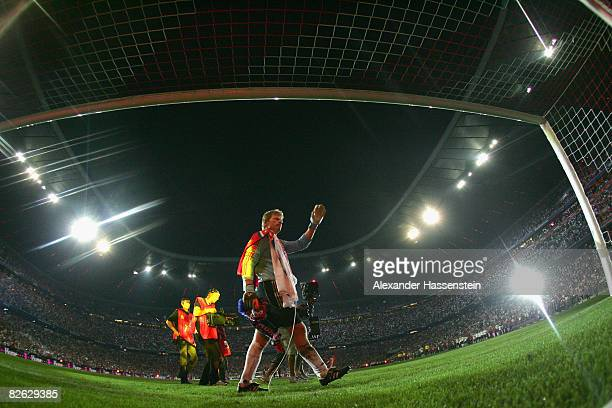 Oliver Kahn of Munich waves his hand during his lap og honor at his farewell match between FC Bayern Muenchen and Germany at the Allianz Arena on...