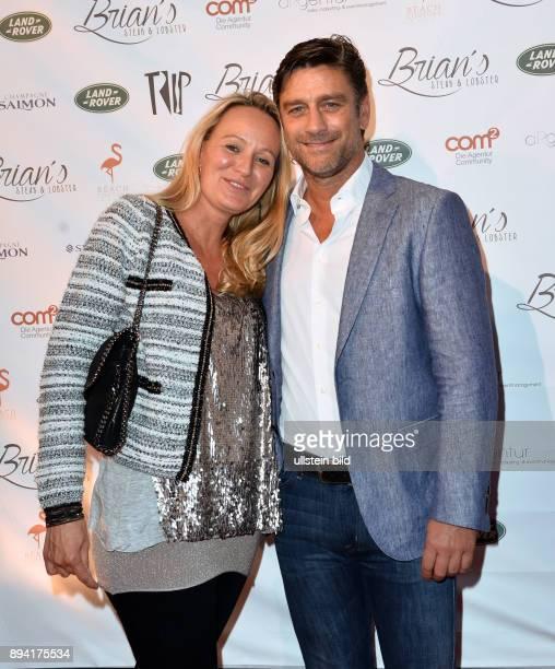 Oliver Kreuzer EX Manager HSV ist ein deutscher FußballFunktionär und ehemaliger Fußballspieler mit Ehefrau