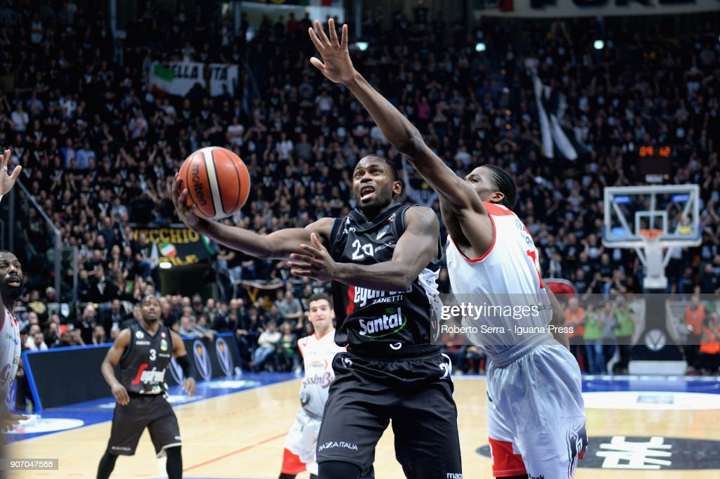 Oliver Lafayette (L) of Segafredo competes with Jalen Reynolds (R) of Grissin Bon during the LBA LegaBasket of Serie A match between Virtus Segafredo Bologna and Grissin Bon Reggio Emilia at PalaDozza on January 13, 2018 in Bologna, Italy.