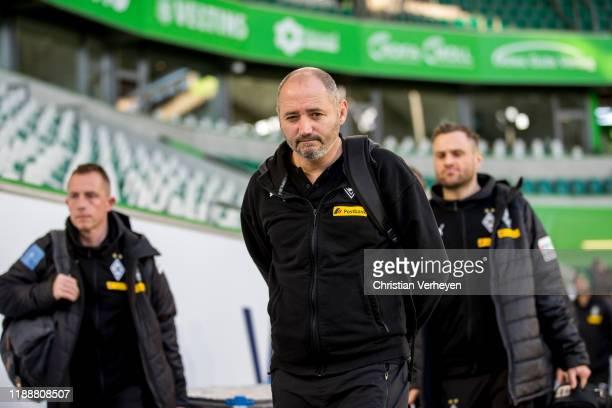 Oliver Neuville of Borussia Moenchengladbach arrives ahead the Bundesliga match between VfL Wolfsburg and Borussia Moenchengladbach at Volkswagen...