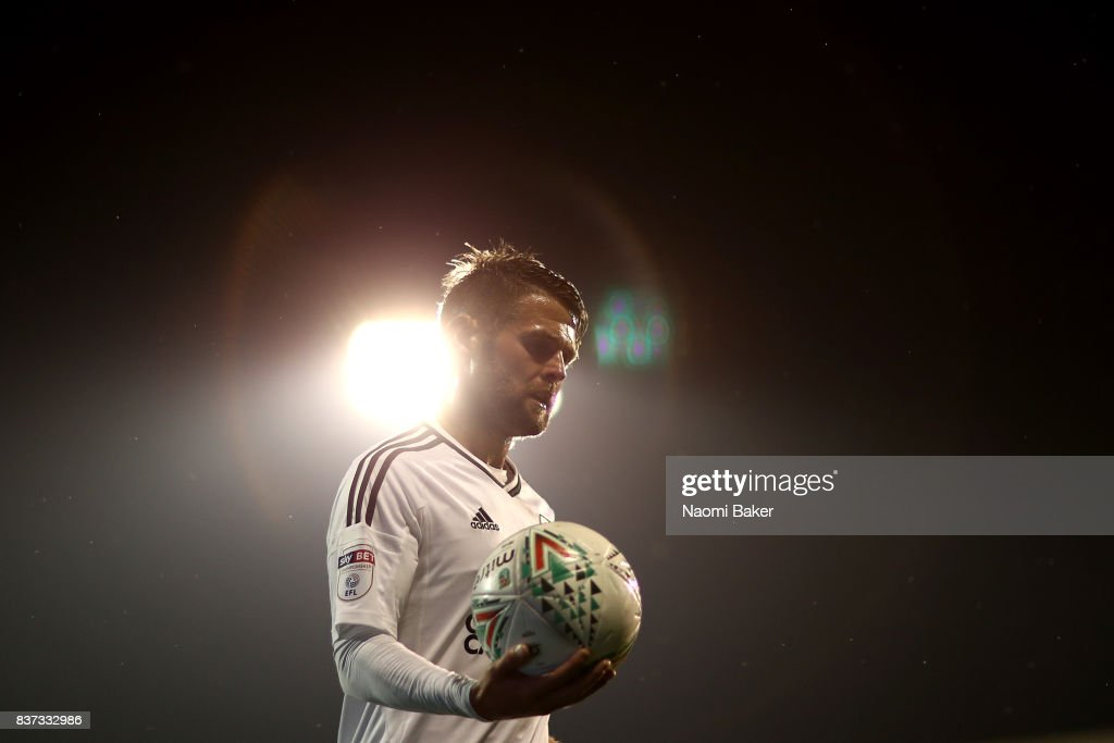 Oliver Norwood of Fulham in action during the Carabao Cup Second Round match between Fulham and Bristol Rovers at Craven Cottage on August 22, 2017 in London, England.