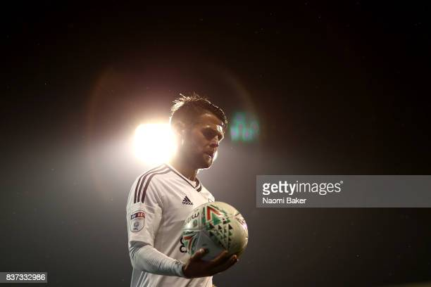 Oliver Norwood of Fulham in action during the Carabao Cup Second Round match between Fulham and Bristol Rovers at Craven Cottage on August 22, 2017...