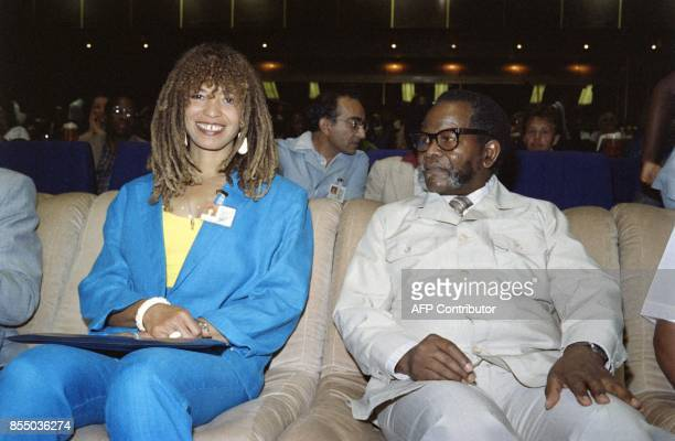 Oliver Tambo President of ANC and Angela Davis attend the Children Under Apartheid conference on September 27 1987 in Harare / AFP PHOTO / ALEXANDER...