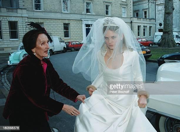 "Oliver Tobias Braut Arabella Zamoyska,;Brautmutter, Hochzeit, Großbritannien,;England, London, ""The little Brompton;Oratory"", Abendgarderobe,..."
