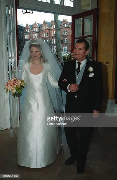 "Oliver Tobias Braut Arabella Zamoyska,;Brautvater, Hochzeit, Großbritannien,;England, London, ""The little Brompton;Oratory"", Abendgarderobe,..."