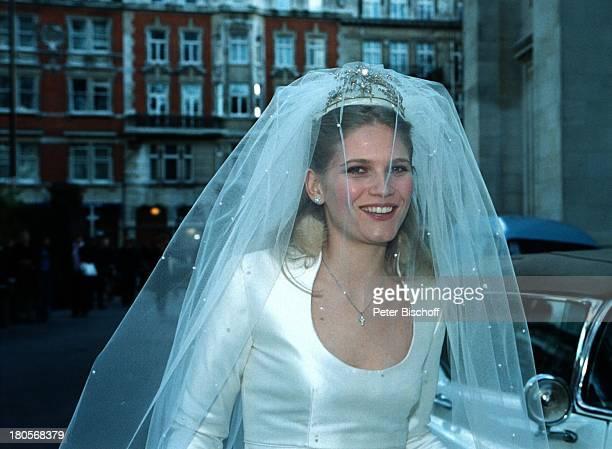 """Oliver Tobias Braut Arabella Zamoyska,;Hochzeit, Großbritannien, England, London,;""""The little Brompton Oratory"""", Brautkleid,;Brautstrauß, Schleier,..."""