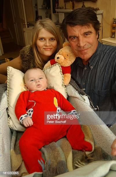 Oliver Tobias Ehefrau Arabella Tobias Sohn Luke Tobias Homestory London/England/Grossbritannien Schauspieler Familie Teddybär Baby Promis Prominente...