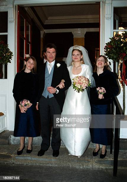 "Oliver Tobias, Ehefrau Arabella Zamoyska,;Brautjungfern, Hochzeit, Großbritannien,;England, London,""The little Brompton;Oratory"", Abendgarderobe,..."