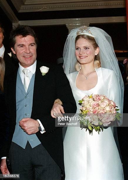 Oliver Tobias Ehefrau Arabella ZamoyskaHochzeit Großbritannien England LondonThe little Brompton OratoryAbendgarderobe Anzug BrautkleidBrautstrauß...