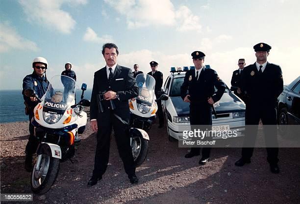 Oliver Tobias Komparsen StatistenDreharbeiten zu Der Bestseller TVFilmGran Canaria/Spanien PolizeiAuto WagenMotorrad