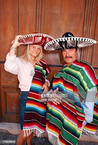 "Oliver Tobias, Lebensgefährtin Arabella;Zamoyska, Merida/Mexico, Urlaub,;Stadtbummel , am Rande der Dreharbeiten zur ARD-Reihe: ""Klinik unter Palmen"";"