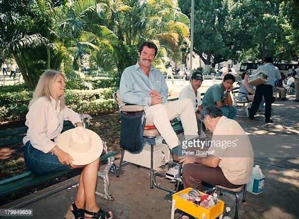 Oliver Tobias Lebensgefährtin ArabellaZamoyska Merida/Mexico UrlaubStadtbummel am Rande der Dreharbeiten zur ARDReihe Klinik unter Palmen