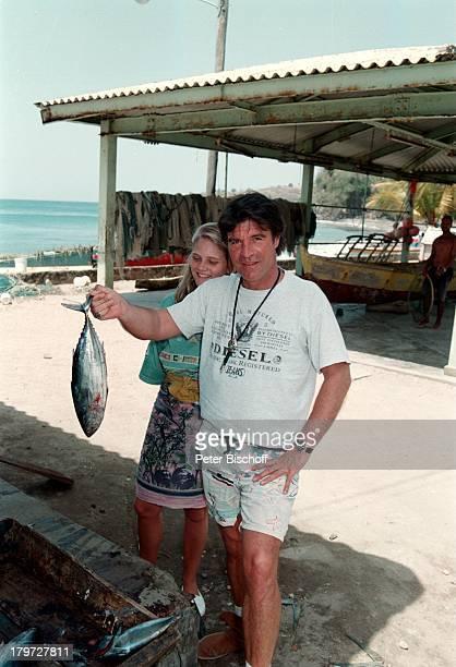 Oliver Tobias mit Freundin Arabella StLucia Fisch Urlaub