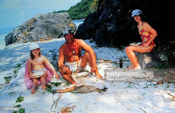 Oliver Tobias mit seinen Töchtern Celeste und Angelica Urlaub Thailand auf Koh Samui / Thailand Strand Schauspieler Promis Prominente Prominenter