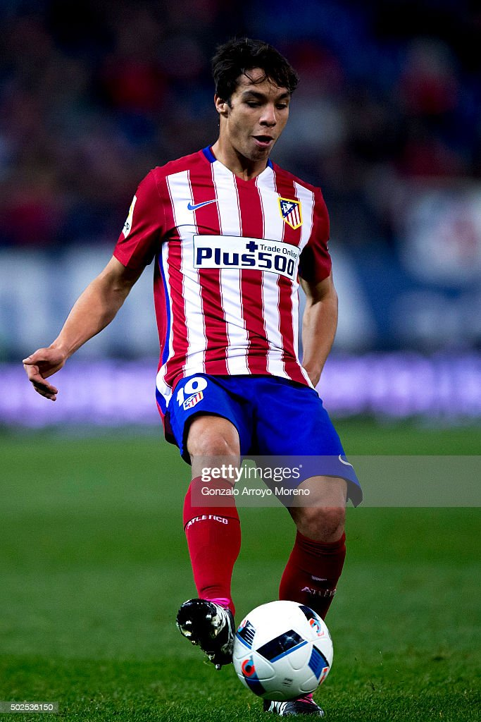 Porto's Spanish midfielder Oliver Torres controls the ball ...