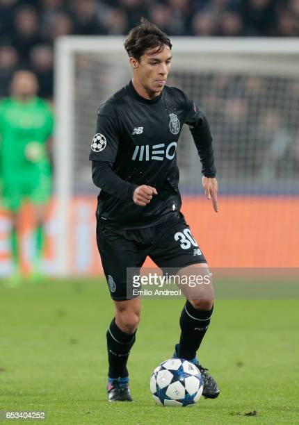 Oliver Torres of FC Porto in action during the UEFA Champions League Round of 16 second leg match between Juventus and FC Porto at Juventus Stadium...