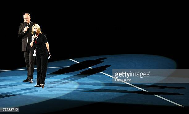 Oliver Welke and Annette Frier moderate during the Festival for Children benefit match between Steffi Graf of Germany and Andre Agassi of USA against...