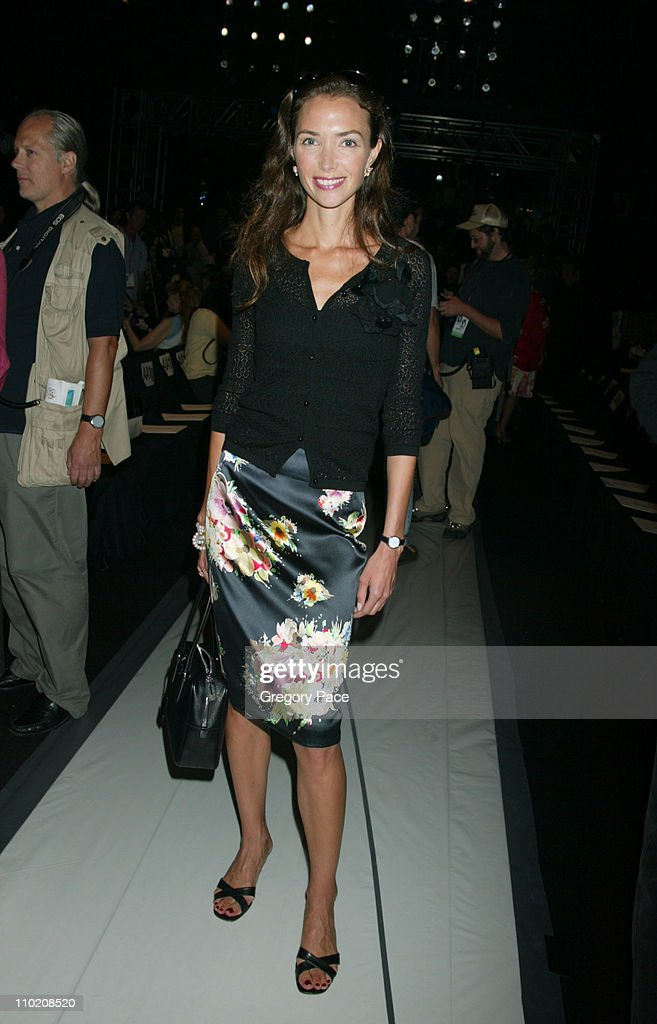 Olympus Fashion Week Spring 2005 - Vera Wang - Front Row and Backstage