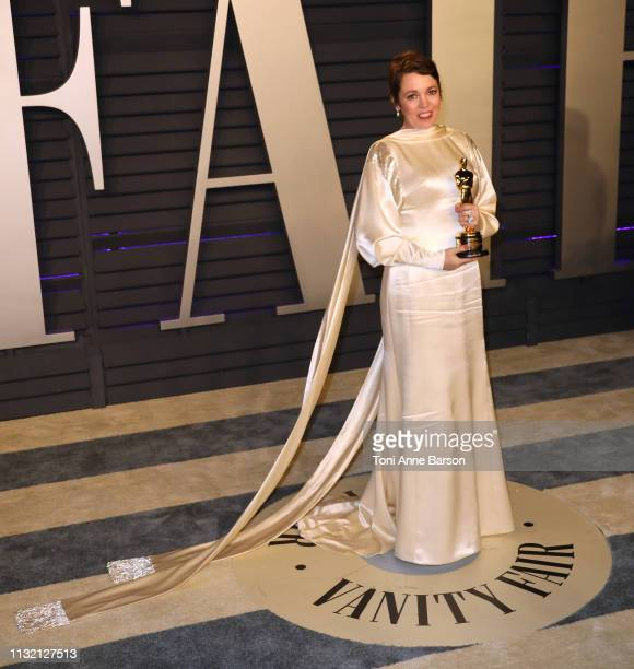Olivia Colman poses with the Oscar for 'Best Actress' during the 2019 Vanity Fair Oscar Party hosted by Radhika Jones at Wallis Annenberg Center for...