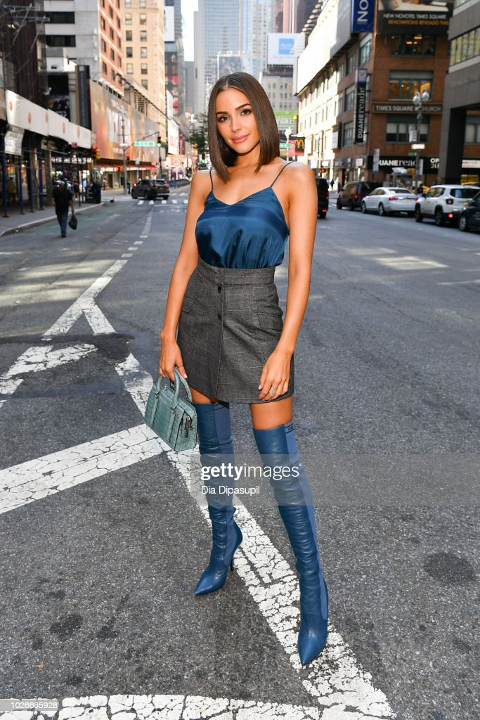 Olivia Culpo Visits 'Extra' : News Photo