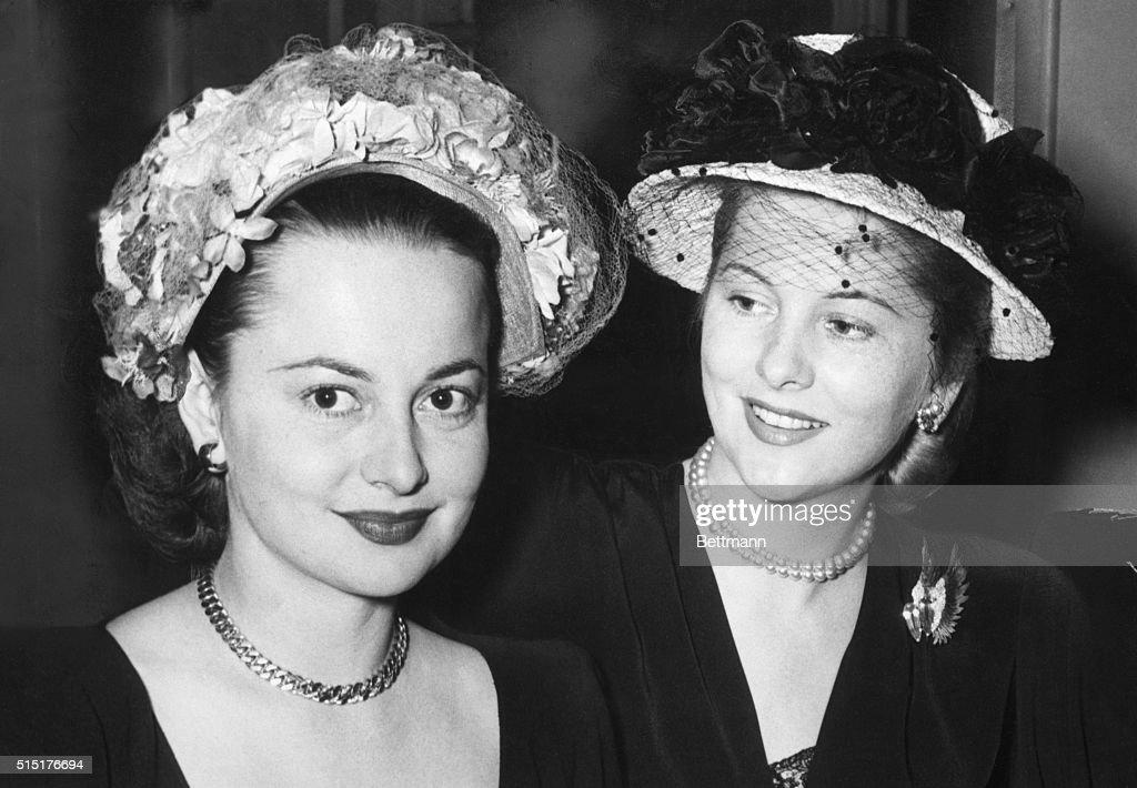 Olivia de Havilland and Joan Fontane : News Photo