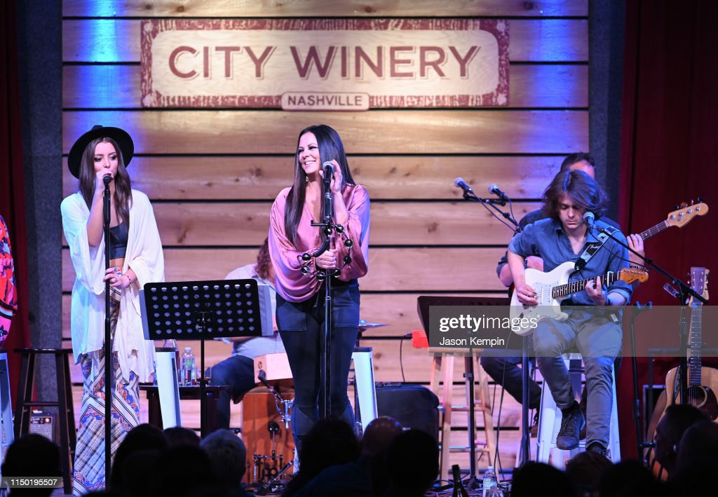TN: Sara Evans And The Barker Family Band In Concert - Nashville, TN