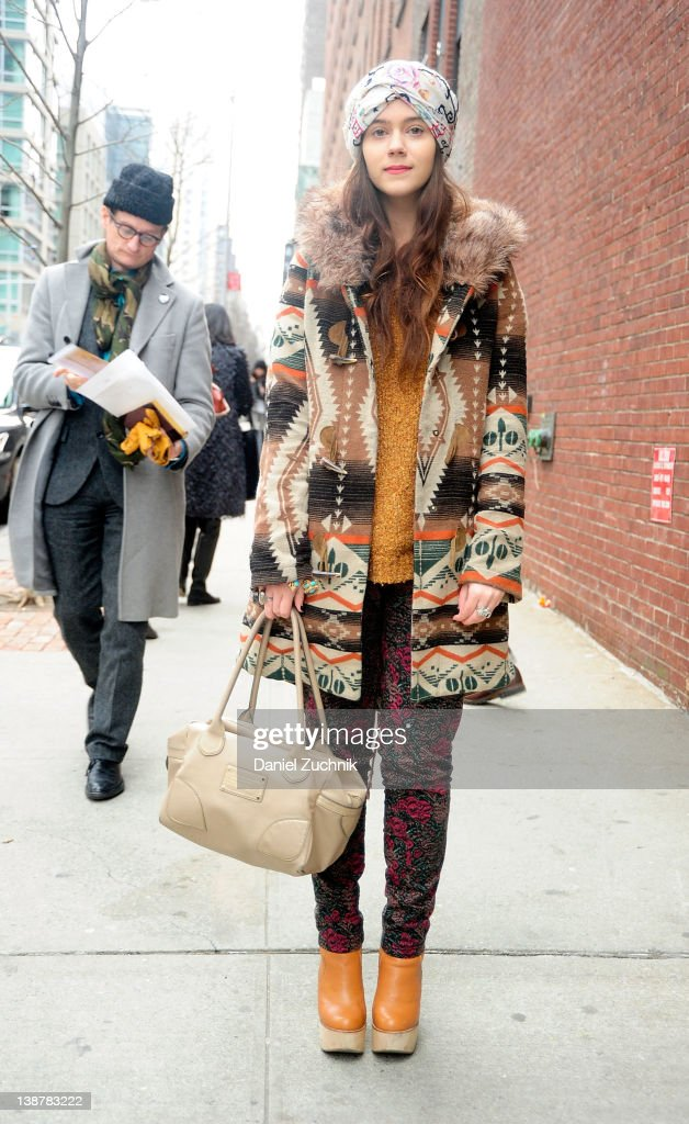 Street Style - Day 3 - Fall 2012 New York Fashion Week : News Photo