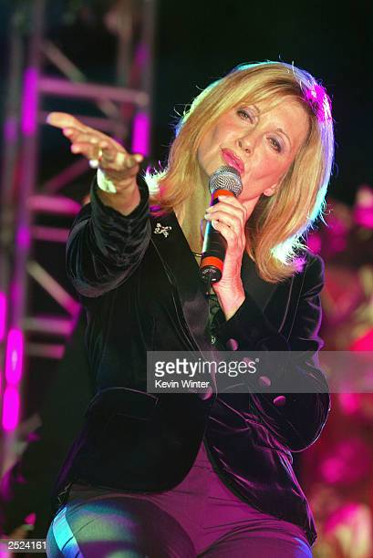 "Olivia Newton-John at ""One World, One Child Benefit Concert"" for the Children's Health Environmental Coalition honoring Meryl Streep, Nell Newman and..."