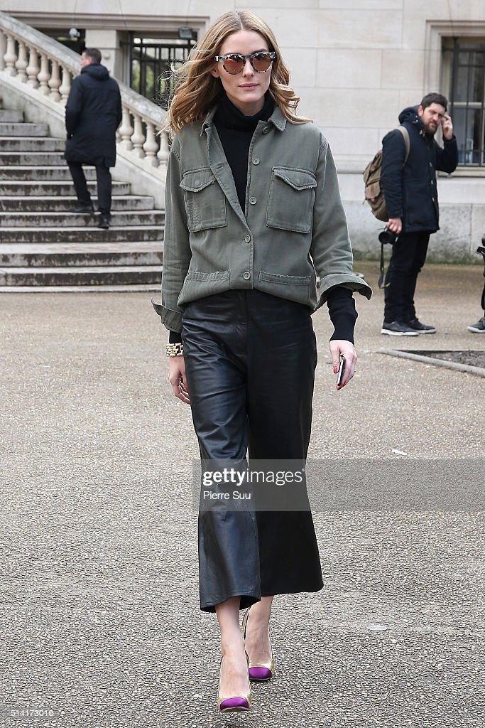 Giambattista Valli : Outside Arrivals - Paris Fashion Week Womenswear Fall/Winter 2016/2017 : News Photo