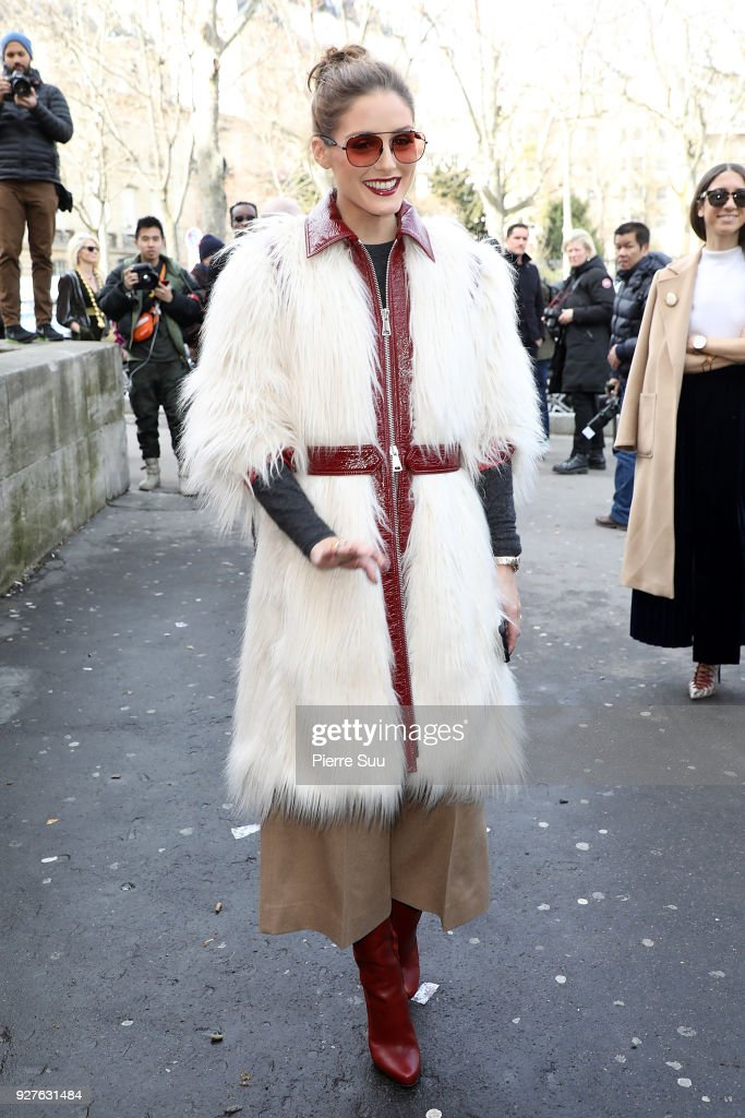 Giambattista Valli : Outside Arrivals - Paris Fashion Week Womenswear Fall/Winter 2018/2019 : ニュース写真