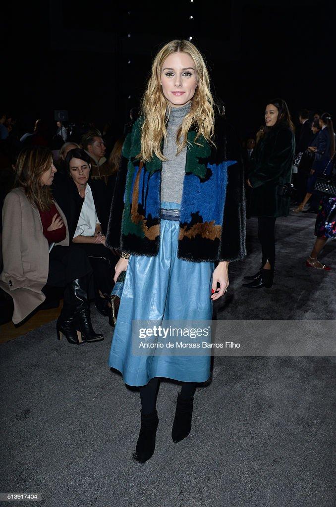 Nina Ricci : Front Row- Paris Fashion Week Womenswear Fall/Winter 2016/2017 : News Photo
