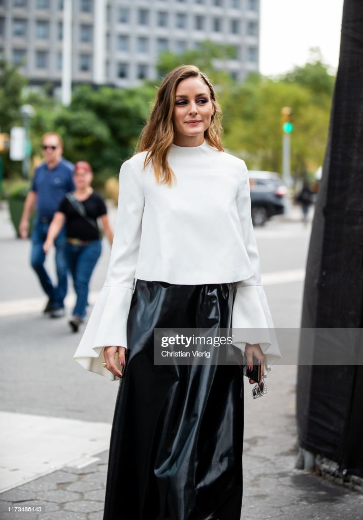 Street Style - New York Fashion Week September 2019 - Day 5 : News Photo