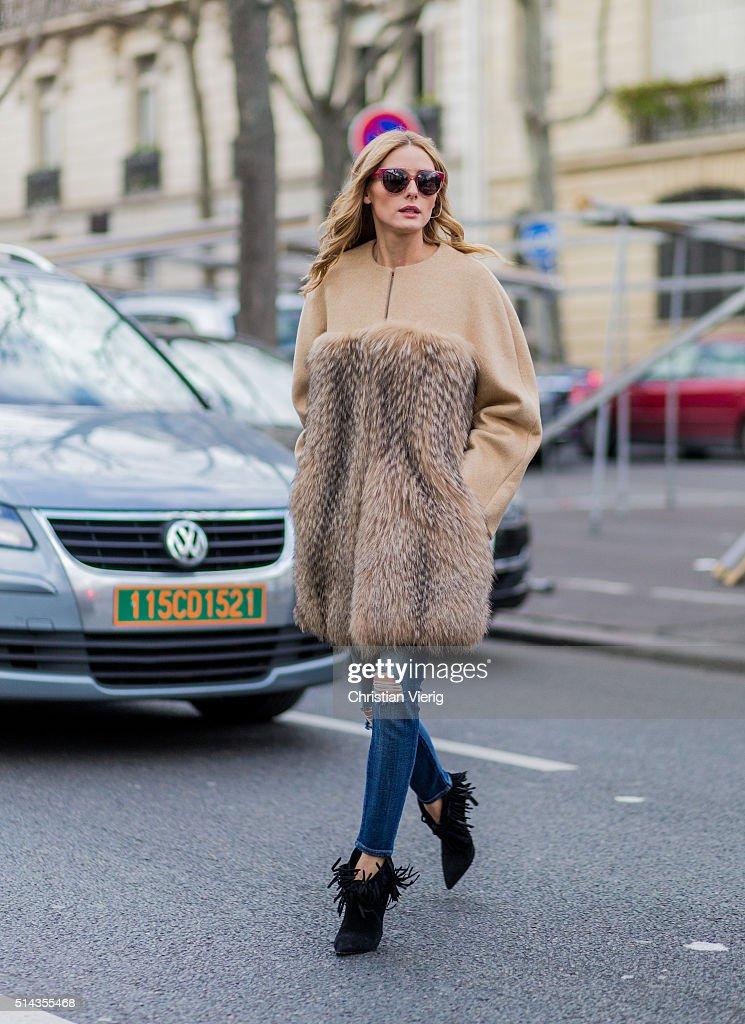 Street Style -Paris Fashion Week : Day Eight Womenswear Fall Winter 2016/2017 : News Photo