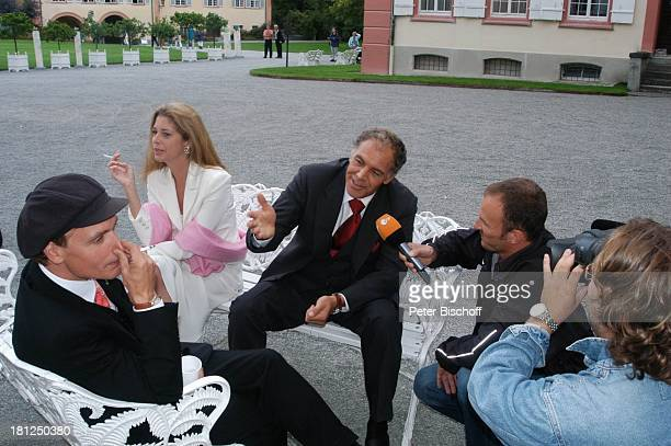 """Olivia Pascal , Christian Kohlund , Alexander """"Sascha"""" Wussow , Reporter, ZDF-Kamera-Team, """"Die Schwarzwaldklinik - Die nächste Generation"""",..."""