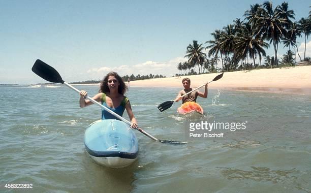 Olivia Pascal mit Freund Achim Lenz am Rande der Dreharbeiten zur ZDFReihe 'Traumschiff' Folge 15 'Brasilien' am in Praia do Forte bei Salvador de...