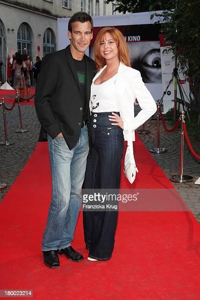 """Olivia Pascal Und Freund Peter Kanitz Bei """"Wir Lieben Kino - Director'S Cut"""" Party Auf Der Praterinsel In München Am 210608 ."""