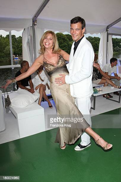 """Olivia Pascal Und Peter Kamitz Bei Der Abendgala Zum Bmw Sailing Cup Auf Der """"Ms La Paloma"""" Auf Dem Wannsee Bei Berlin ."""